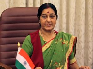 विदेश मंत्री सुषमा से मिले सोनिया - राहुल
