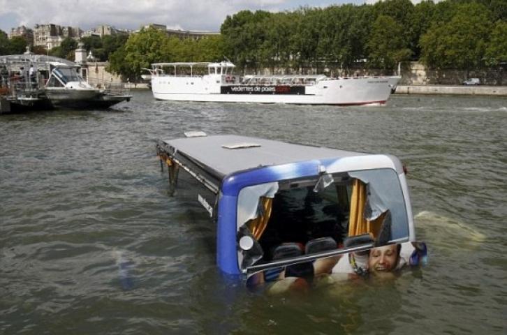बस नदी में गिरने से 17 यात्रियों की मौत