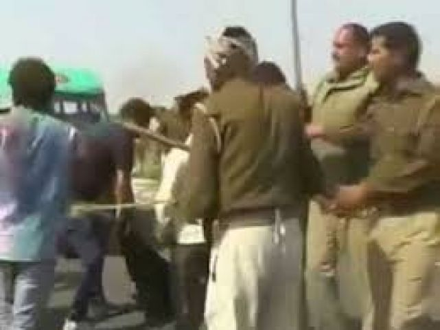 Villagers attack police,vandalize police station in UP