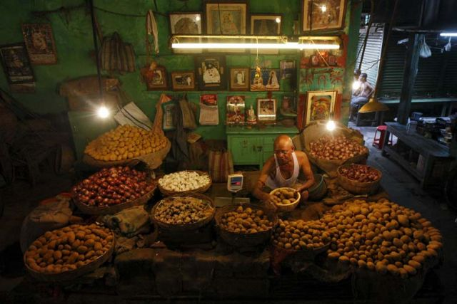 Wholesale price-based inflation enduring negative zone in March