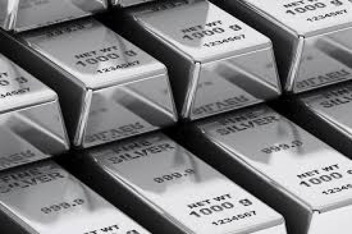 Silver futures mount Rs 140 on worldwide cues