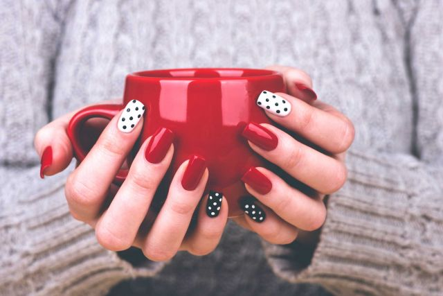 Give a trendy look to your nails according to your Zodiac Sign !