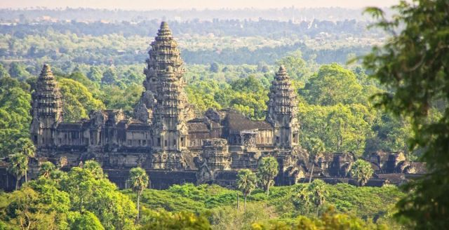 Angkor Wat, Largest Hindu Temple in Cambodia