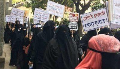 तीन तलाक के खिलाफ हुई मुस्लिम महिलाएं