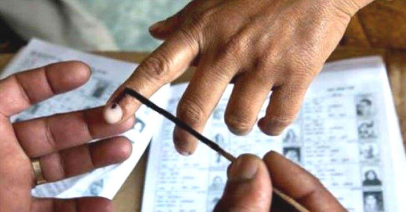 लोकसभा चुनाव: शुरू हो गया मतदान, जानिए किसने डाला पहला वोट...