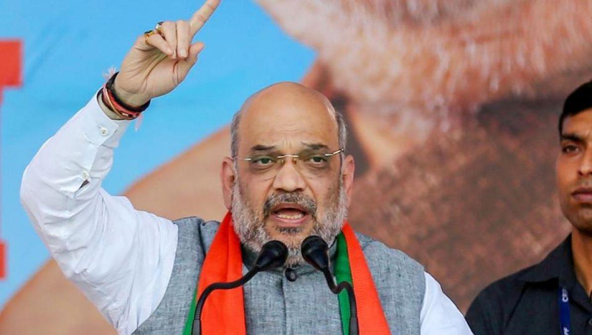 बंगाल में गरजे अमित शाह, कहा - सरकार बनते ही हटा देंगे धारा 370