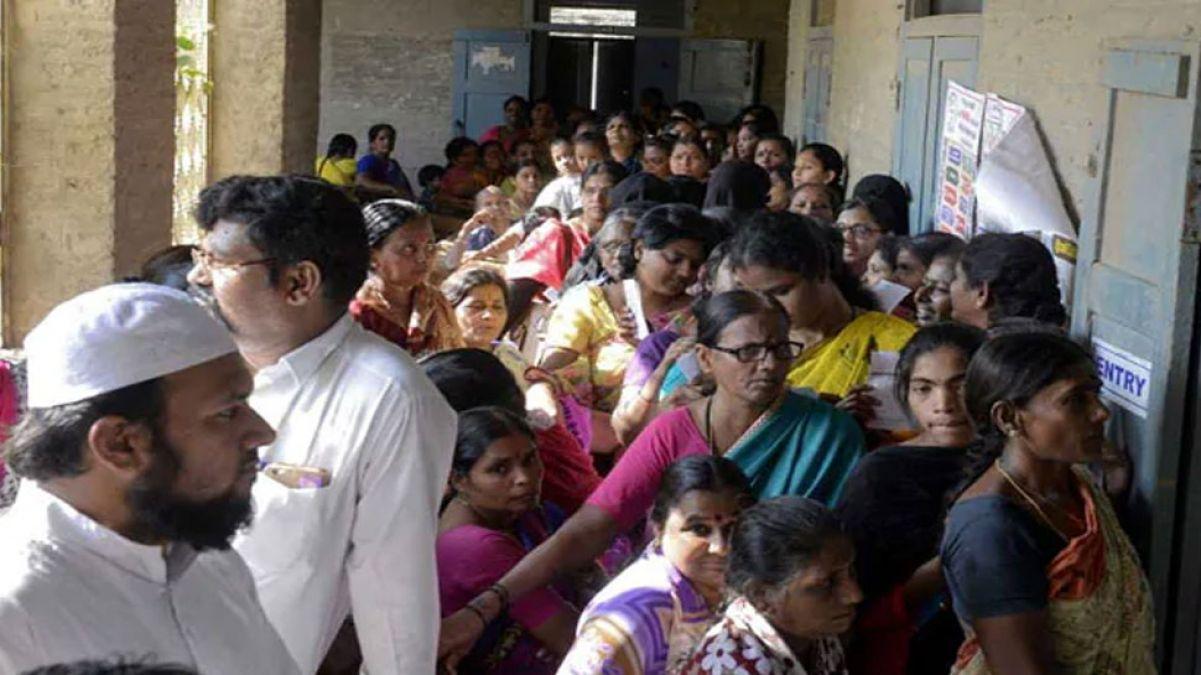 लोकसभा चुनाव: EVM मशीन में आई खराबी, तो आधी रात तक जारी रहा मतदान