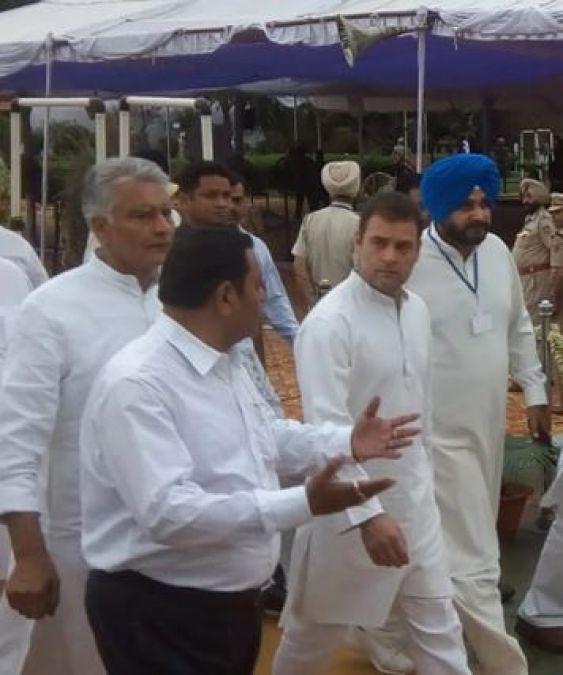 जलियांवाला बाग स्मारक पहुंचकर, राहुल गांधी ने दी शहीदों को श्रद्धांजलि