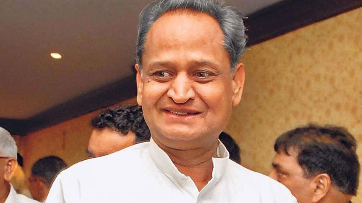 भाजपा का आरोप, बेटे को जीताने के लिए सरकारी मशीनों का दुरूपयोग कर रहे सीएम गहलोत