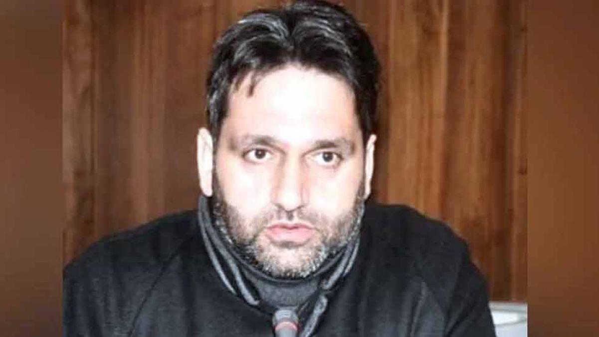श्रीनगर के डिप्टी मेयर की आपत्तिजनक करतूत, अपने नाम के आगे लगाया मुजाहिद और कहा...
