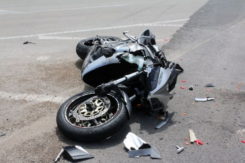 तेज रफ़्तार ट्रक ने तीन बाइक सवार युवकों को रौंदा, मौत