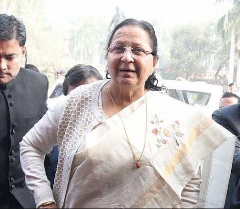 दिल्ली पहुंची सुमित्रा महाजन, पीएम मोदी और अमित शाह से करेंगी मुलाकात