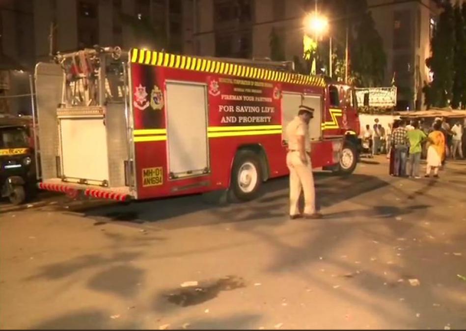 मुंबई में ढही निर्माणाधीन ईमारत, एक की मौत तीन घायल