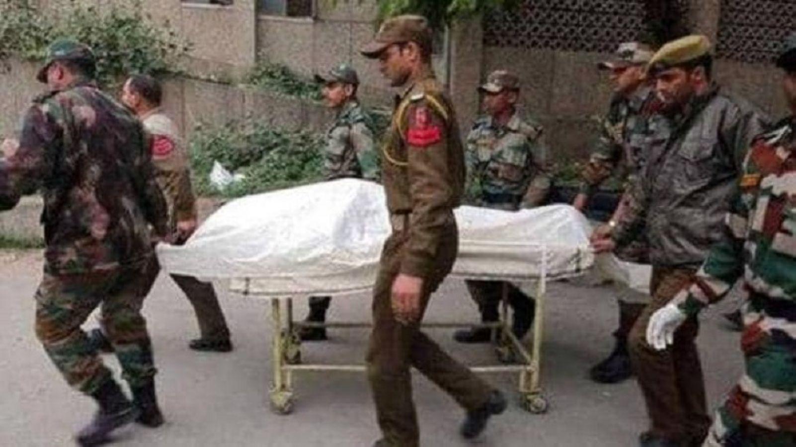 जम्मू कश्मीर: खाई में गिरने से मेजर की मौत, सेना ने अर्पित की श्रद्धांजलि