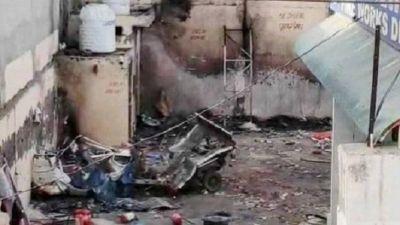 पटाखा गोदाम में अचानक हुआ जोरदार विस्फोट, आग भड़कने से दो की मौत पांच घायल