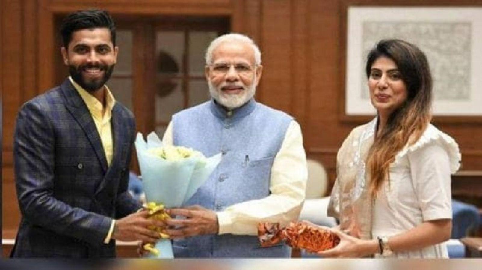 राजनीति में उतरा रविंद्र जडेजा का पूरा परिवार, दो ने ज्वाइन की भाजपा, तो दो गए कांग्रेस के साथ