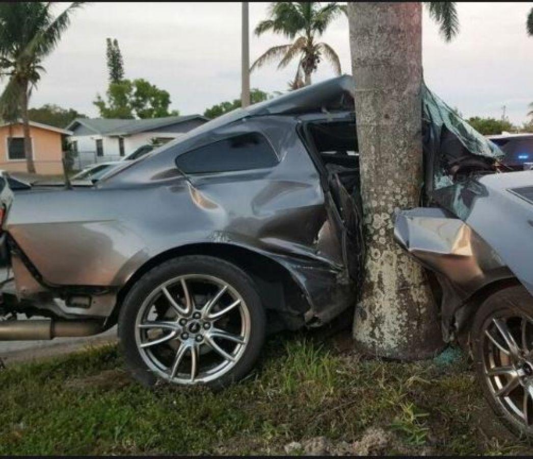 असंतुलित होकर पेड़ से टकराई कार, दो कलाकारों की मौत
