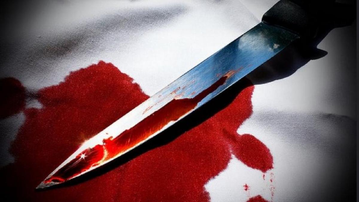A Man killed his sleeping kids by slit their throats