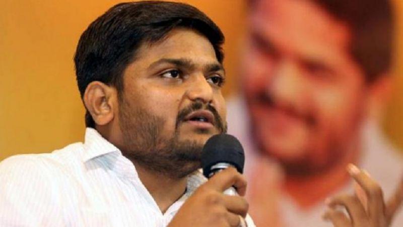 VIDEO: हार्दिक पटेल को मंच पर शख्स ने जड़ा थप्पड़, पाटीदार नेता ने भाजपा को ठहराया दोषी
