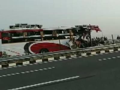 7 dead, 34 injured in a road accident on Agra-Lucknow Expressway