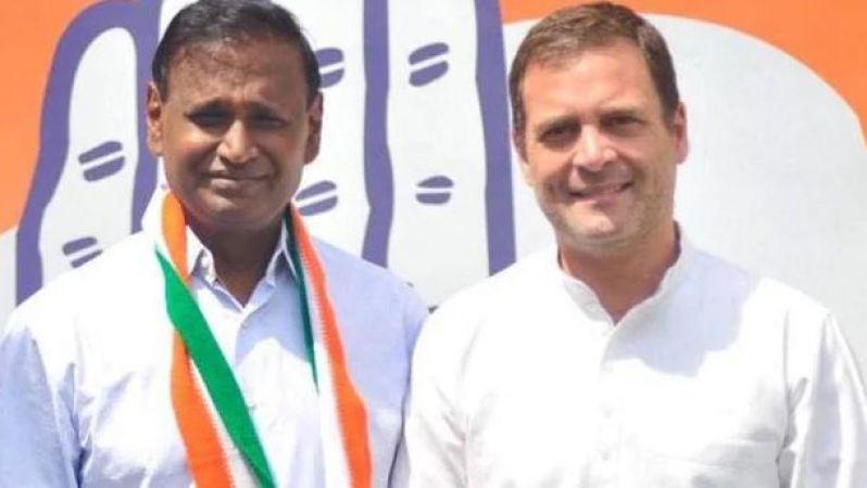 BJP के 'राज' कांग्रेस के साथ, नाम के आगे से फिर हटाया 'चौकीदार'