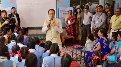1.12 करोड़ बच्चों को स्कूल बैग बाटेंगे शिवराज