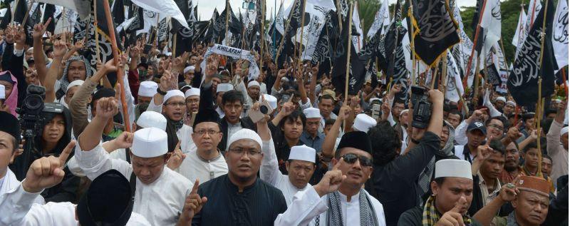 चीन में मस्जिद गिराने का आदेश, हजारों मुस्लिम सड़कों पर उतरे