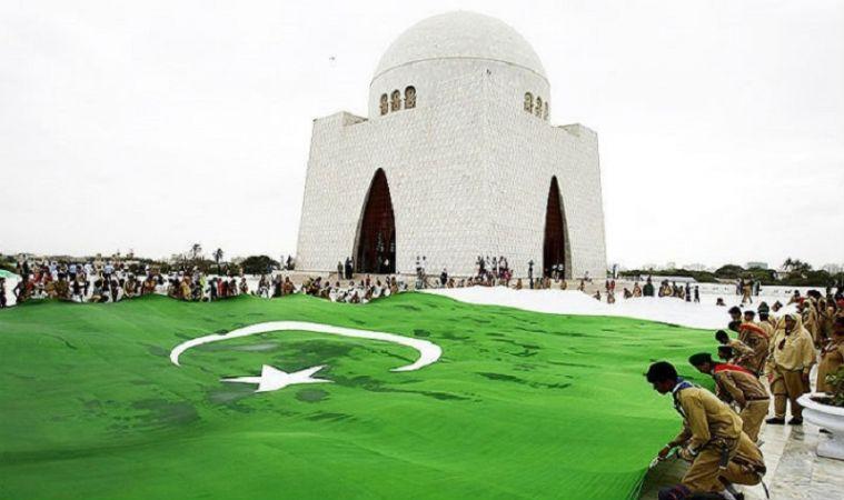 क्या हिंदुस्तान से एक दिन पहले आज़ाद हो गया था पाकिस्तान ?