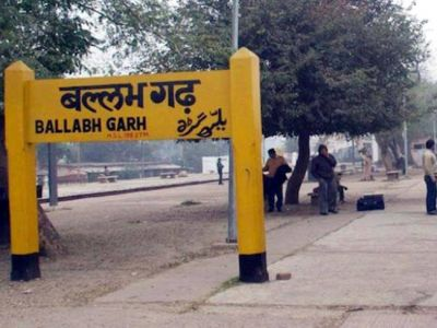 Two youths have been thrown on Ballabhgarh route, One died, One admitted in AIIMS