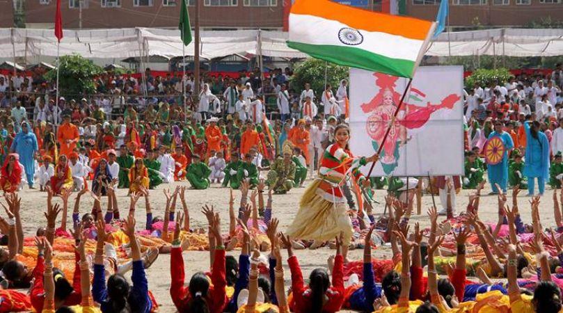 तिरंगे में रंगा विश्व, भारत के अलावा चीन ऑस्ट्रेलिया समेत कई देशों में हुआ ध्वजारोहण