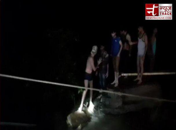 MP: शिवपुरी के सुल्तानगढ़ झरने से 45 लोगों को बचा लिया गया