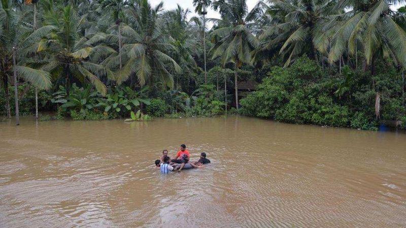 केरल के बाढ़ पीड़ितों के लिए अब विदेश से भी मदद, UAE के शेख खलीफा ने दिए निर्देश