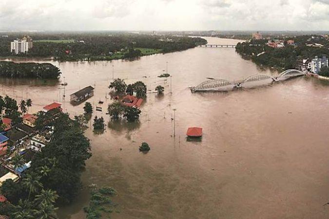 केरल बाढ़ पीड़ितों की मदद के लिए अब आगे आया SBI, दी पांच नई 5 सुविधाएं