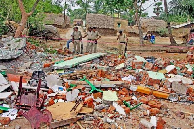 पश्चिम बंगाल में टीएमसी ऑफिस में बम विस्फोट, 2 की मौत, 4 घायल