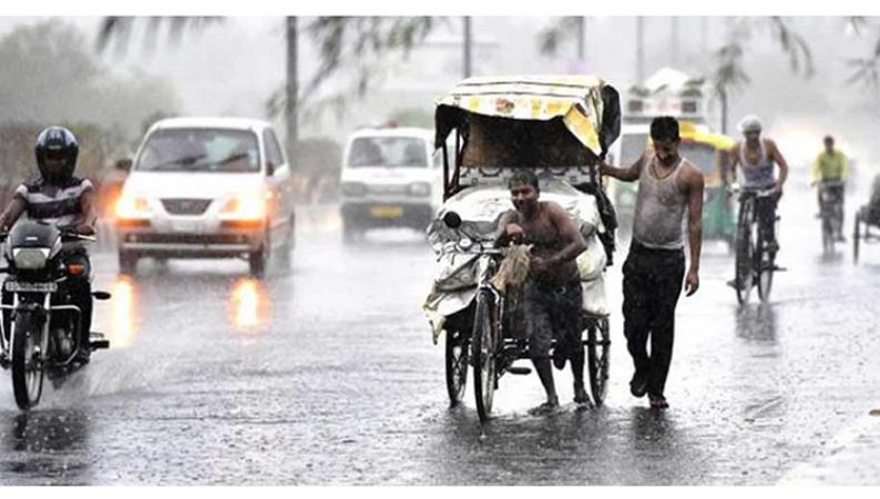 लोगों को उमस से राहत दिलाने आज शुरू हुई दिल्ली-एनसीआर में झमाझम बारिश