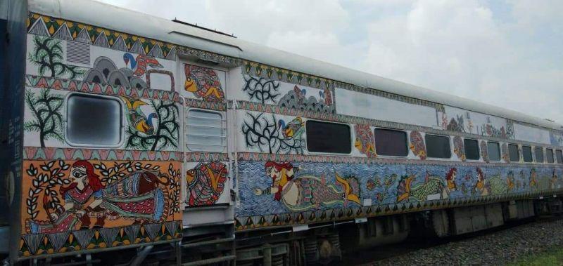 मधुबनी पेंटिंग से सजी ट्रेन निकली सफर पर, जानिए क्या है इसकी खासियत..!!