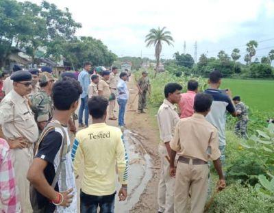 पाकुड़ में छापेमारी करने गई पुलिस टीम पर जोरदार हमला, अधिकारीयों को जान बचाने के लिए भागना पड़ा