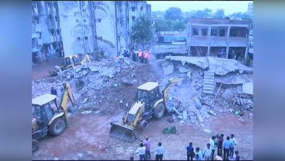 अहमदाबाद में गिरीं दो इमारतें