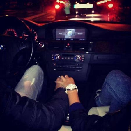 कार के अंदर इस हरकत पर गर्लफ्रेंड हुई नाराज़, बुला ली पुलिस