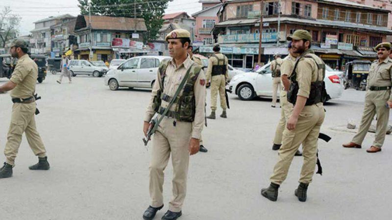आतंकियों ने पुलिसवालों के परिजनों को किया अगवा