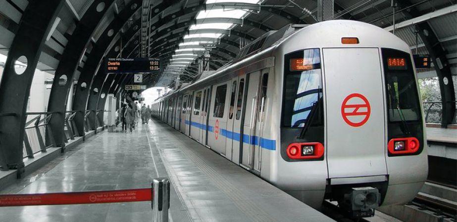 मेट्रो रेल में एक गाली पांच हज़ार की