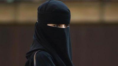 मुस्लिम महिला को मैकडोनाल्ड में जाने से रोका