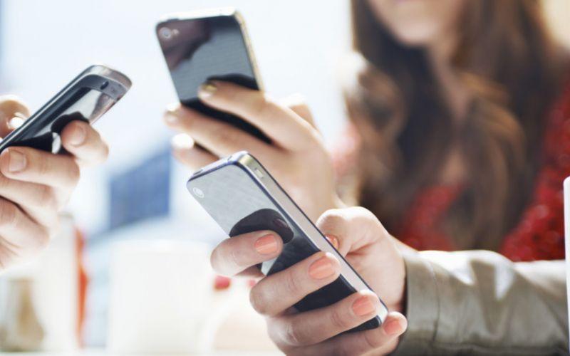 स्मार्टफोन की लत से हो सकती है ये तकलीफें