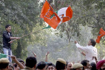 छत्तीसगढ़ के रुझानों में कांग्रेस को बहुमत, राजनंदगांव सीट पर पिछड़े रमन सिंह, मध्य प्रदेश में बहुमत के करीब बीजेपी