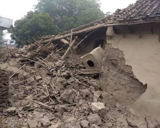 नोएडा : स्कूल की दीवार गिरी, दो बच्चों की मौत