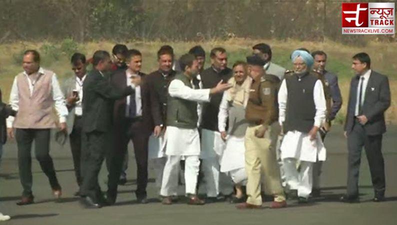 राजस्थान के बाद बाद भोपाल पहुंची दिग्गजों की टोली, 15 साल बाद खिलाएंगी कांग्रेस का 'कमल'