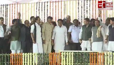 शिवराज के सामने खिला 'कांग्रेस का कमल', संतों और विपक्षी दलों के बीच कमलनाथ की शपथ