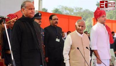 तीसरी बार राजस्थान के सीएम बनें 'अशोक', पायलट ने ली उपमुख्यमंत्री पद की शपथ