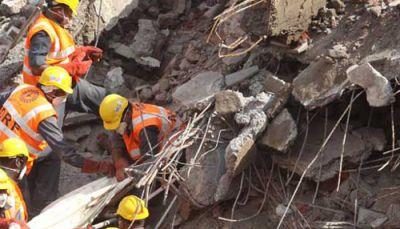 गोरेगांव में अचानक गिर गई निर्माणाधीन इमारत, एक की मौत