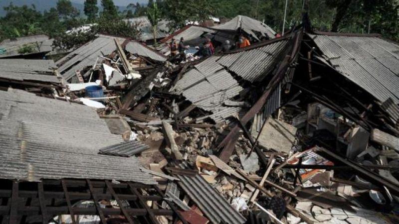 सुनामी के बाद अब भूकंप की चपेट में इंडोनेशिया